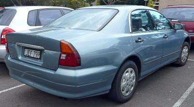 800px-1996-1999_Mitsubishi_TE-TF_Magna_Altera_sedan_01.jpg